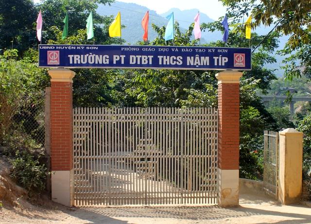 Trường PT DTBT THCS Nậm Típ là nơi học tập của 329 học sinh dân tộc thiểu số hai xã biên giới Mường Típ, Mường Ải (Kỳ Sơn, Nghệ An).