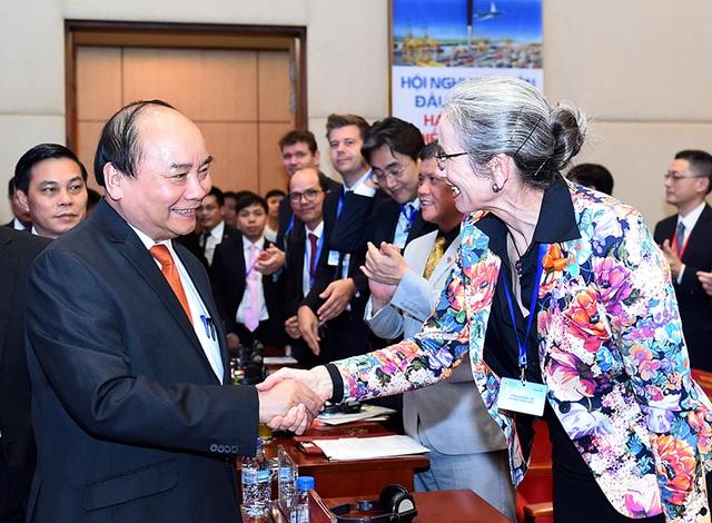 Thủ tướng gặp gỡ với các nhà đầu tư Hải Phòng. Ảnh: VGP