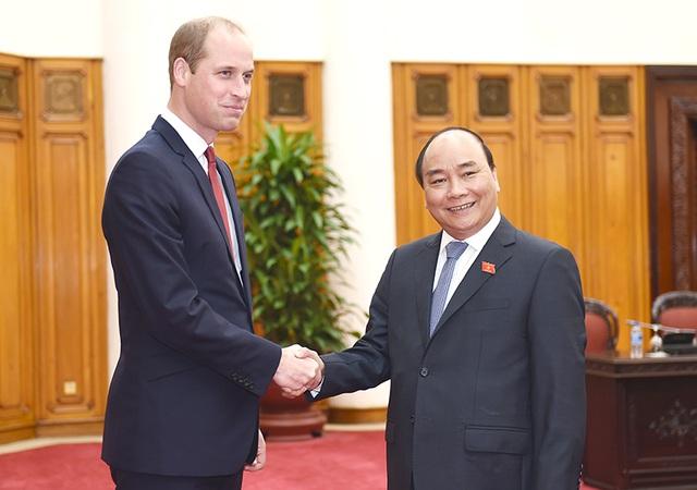 Thủ tướng đón tiếp Hoàng tử Anh William tại trụ sở Chính phủ.