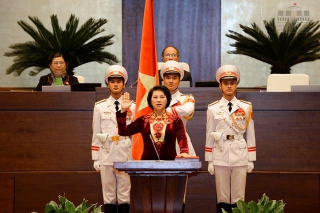 Chủ tịch Quốc hội khoá XIII Nguyễn Thị Kim Ngân là chức danh đầu tiên thực hiện lễ tuyên thệ nhậm chức tại Quốc hội 3 tháng trước.