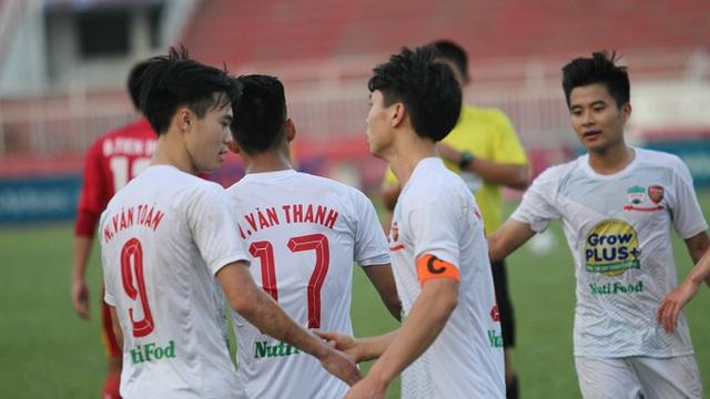 Văn Toàn ghi bàn thắng duy nhất của trận đấu