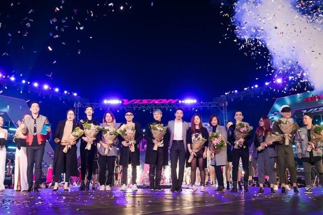 7 khoảnh khắc bùng nổ của Lễ hội thời trang và âm nhạc ngoài trời Vision - Steps of Glory tại Hà Nội - 1