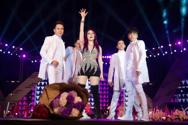 7 khoảnh khắc bùng nổ của Lễ hội thời trang và âm nhạc ngoài trời Vision - Steps of Glory tại Hà Nội - 4