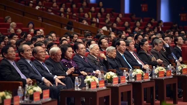 Các lãnh đạo, nguyên lãnh đạo Đảng, Nhà nước dự Lễ kỷ niệm (Ảnh: Mạnh Thắng)