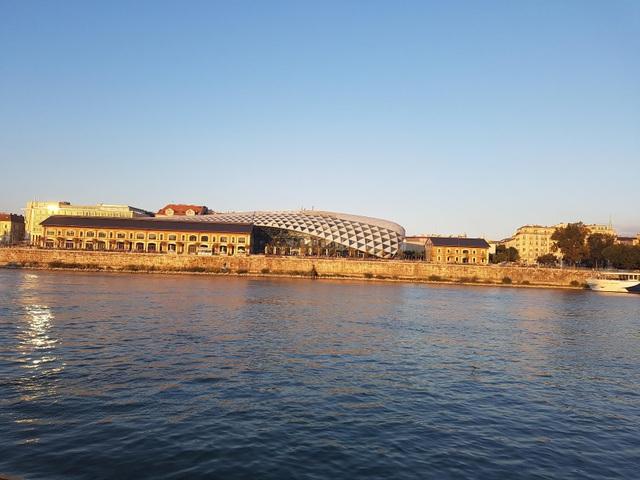 Thành phố Budapest nhìn từ dòng sông Danube