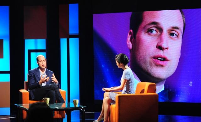 Hoàng tử William trò chuyện trong chương trình Talk Vietnam (Ảnh: Đại sứ quán Anh tại Hà Nội)