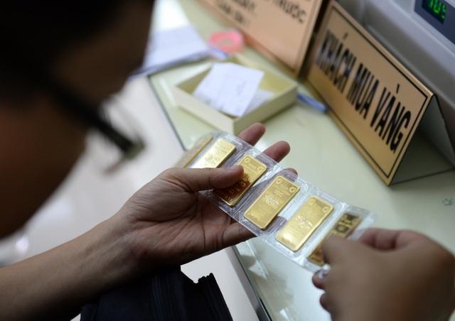 Dù điều chỉnh giảm theo giá vàng thế giới nhưng giá vàng trong nước vẫn cao hơn tới 3 triệu đồng/lượng (ảnh minh họa).