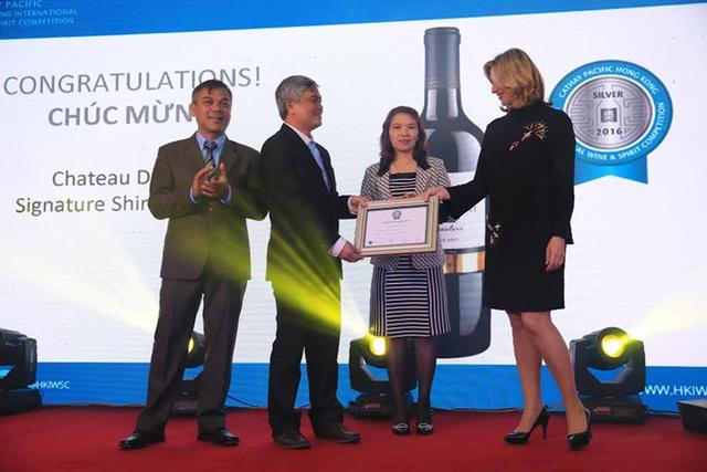 Chứng Nhận Giải Bạc Vang Quốc tế Cathay Pacific 2016 cho thương hiệu Chateau Dalat