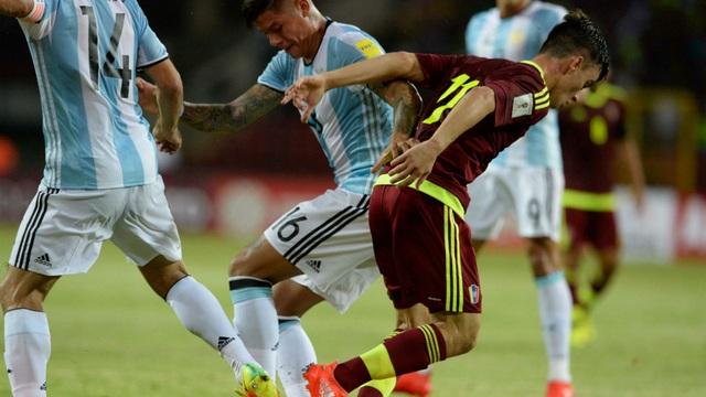 Argentina may mắn giành 1 điểm trên sân của Venezuela