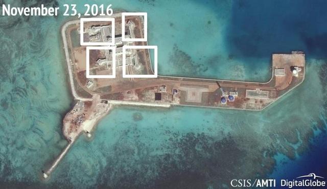 Ảnh chụp vệ tinh hôm 23/11/2016 cho thấy Trung Quốc dường như đã lắp các súng phòng không và hệ thống vũ khí tầm gần trên đá Tư Nghĩa. (Ảnh: Reuters)