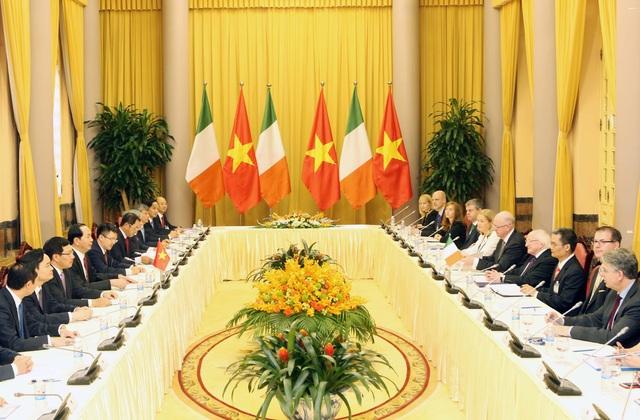 Chủ tịch nước Trần Đại Quang hội đàm với Tổng thống Michael D. Higgins sau lễ đón. Ảnh: Nhan Sáng-TTXVN