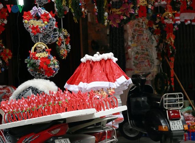 Những chiếc mũ đặc trưng cho mùa Giáng sinh đang đến gần.