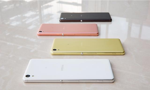 Xperia XA gây ấn tượng với thiết kế tràn viền, vừa vặn lòng bàn tay cùng với nhiều phiên bản màu sắc cá tính