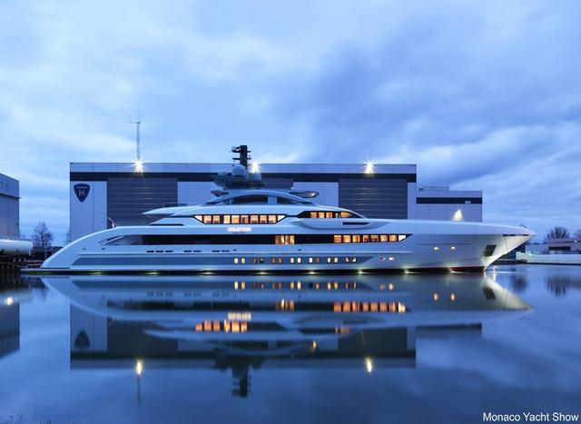 Tuy nhiên 1 triệu USD/m2 chỉ là giá bán khởi điểm. Chiếc du thuyền Galactica Super Nova do nhà sản xuất Heesen thiết kế và thi công. Với kích thước 70m, siêu du thuyền này có giá bán 13 triệu USD/m.