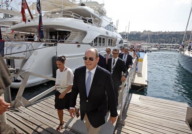 Khách tới đây sẽ được dự các bữa tiệc VIP. Những vị khách nổi tiếng trong giới quý tộc xuất hiện trong các bữa tiệc sang chảnh. Trong hình có Hoàng tử Monaco Albert II cũng tham dự một buổi tiệc lớn.