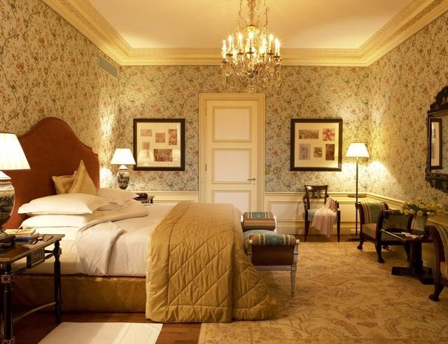 Giá phòng khách sạn tuỳ thuộc vào số tiền khách chi ra cho chương trình Sapphire Experience. Ví dụ căn phòng Junior Suite Prestige (trong hình) có chi phí 5.243 USD/2 đêm.