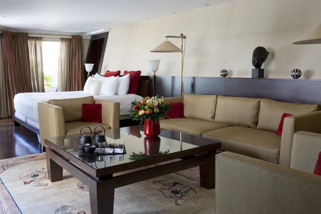 Tuy nhiên, phòng sang chảnh hơn, như Suite Azur, có giá lên tới 12.781 USD/2 đêm với mỗi người.