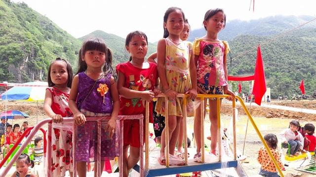 Tưng bừng ngày hội khánh thành công trình phòng học Dân trí thứ 7 tại Yên Bái - 18