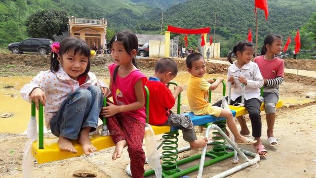 Tưng bừng ngày hội khánh thành công trình phòng học Dân trí thứ 7 tại Yên Bái - 19