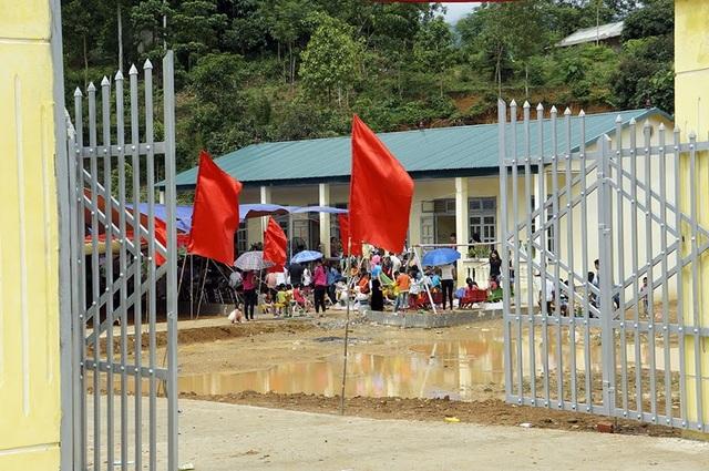 Tưng bừng ngày hội khánh thành công trình phòng học Dân trí thứ 7 tại Yên Bái - 5
