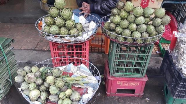 Bông Atiso nhỏ có giá từ 180.000 đồng- 220.000 đồng/kg nhưng vẫn không có hàng để bán