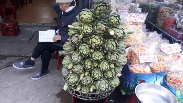 Khan hiếm hàng đẩy giá bông Atiso tăng cao kỷ lục (loại bông Atiso to đang có giá lên đến 300.000 đồng/kg)