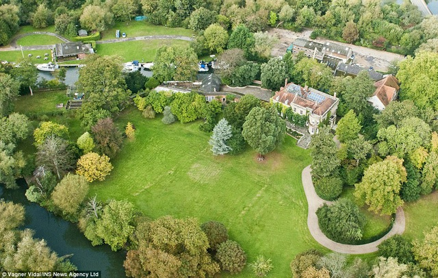 Căn biệt thự yên tĩnh nằm ở hạt Berkshire (Anh) của George Clooney.