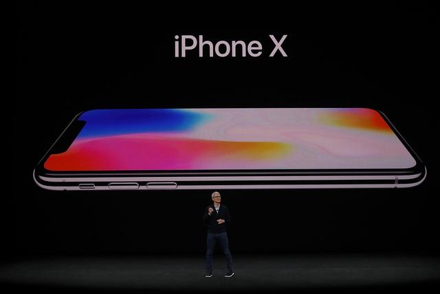 CEO Tim Cook tại sự kiện ra mắt iPhone X.