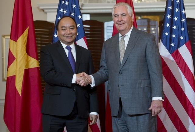 Trước cuộc gặp với Tổng thống Trump tại Nhà Trắng, Thủ tướng Nguyễn Xuân Phúc đã dự tiệc chiêu đãi cấp Nhà nước của chính quyền Mỹ do Ngoại trưởng Rex Tillerson chủ trì tại trụ sở Bộ Ngoại giao Mỹ vào trưa ngày 31/5 (Ảnh: AFP)
