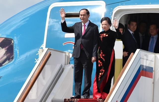 Chủ tịch nước Trần Đại Quang và phu nhân đến Nga hôm 28/6. Đây là chuyến thăm chính thức Liên bang Nga đầu tiên của ông trên cương vị Chủ tịch nước. (Ảnh: AFP)