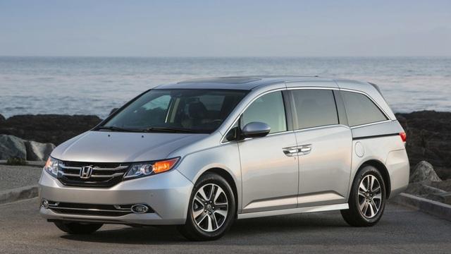 Honda triệu hồi, dừng bán xe Odyssey - 1