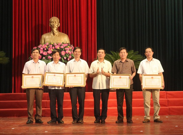Những trường THPT có thành tích xuất sắc trong kỳ thi THPT quốc gia năm 2017 được tặng Bằng khen của UBND tỉnh Thanh Hóa.