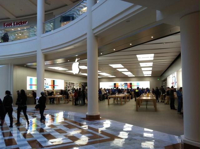 Apple Store ở thành phố California, Mỹ vừa bị trộm hơn 300 chiếc iPhone X.