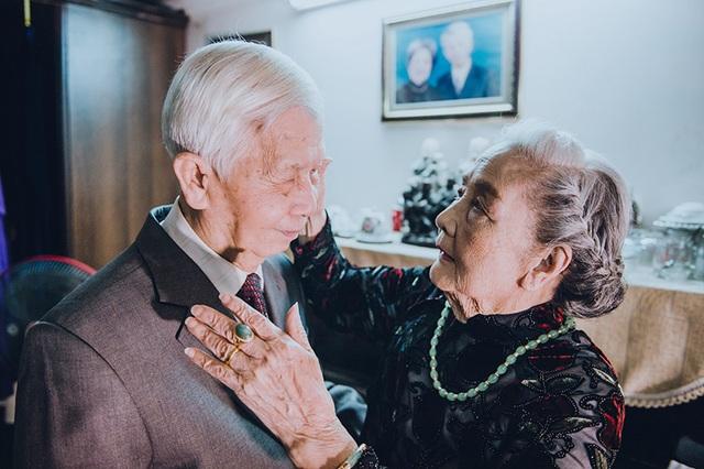 Ngày trước ông Ninh và bà Hân sống gần nhau trên phố Hàng Lọng. Ông Ninh có ý tìm hiểu em gái bà Hân, nhưng do cha mẹ sắp đặt nên ông bà thành vợ chồng.