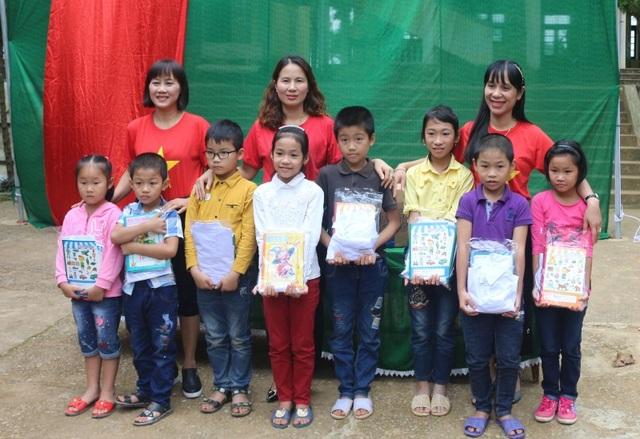 Những món quà ý nghĩa được trao tặng đến học sinh vùng lũ Thạch Định