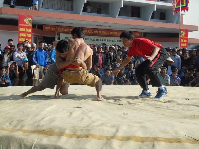 Quảng Bình: Gay cấn lễ hội vật truyền thống đầu xuân Đinh Dậu - 7