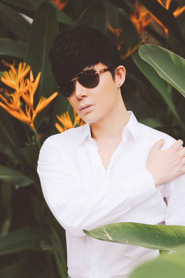 Nathan Lee tiết lộ gu phối chemise trắng ấn tượng - 2