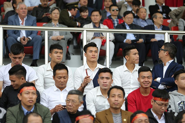 Nhiều tuyển thủ quốc gia cũng có mặt trên sân