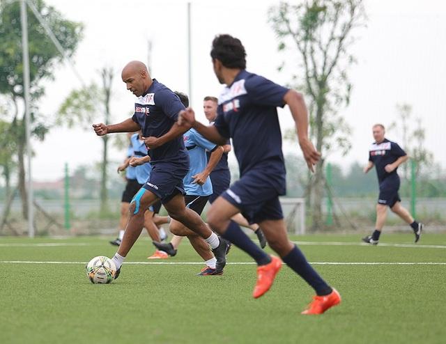 Giggs và Scholes đánh bại đội của HLV Hoàng Anh Tuấn, Việt Thắng - 13