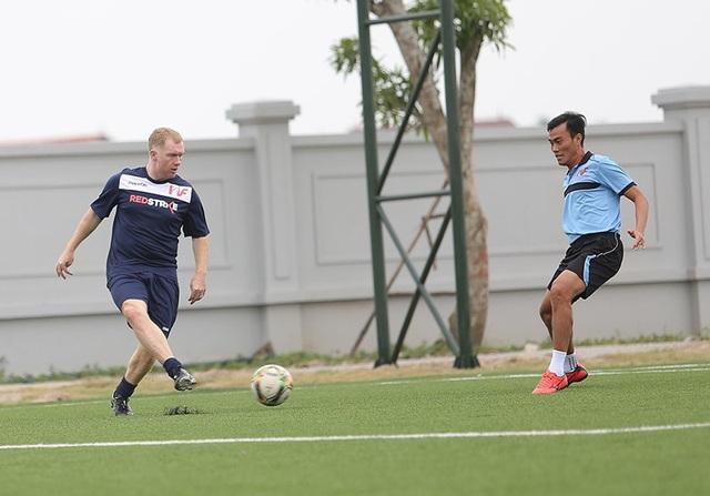 Giggs và Scholes đánh bại đội của HLV Hoàng Anh Tuấn, Việt Thắng - 11