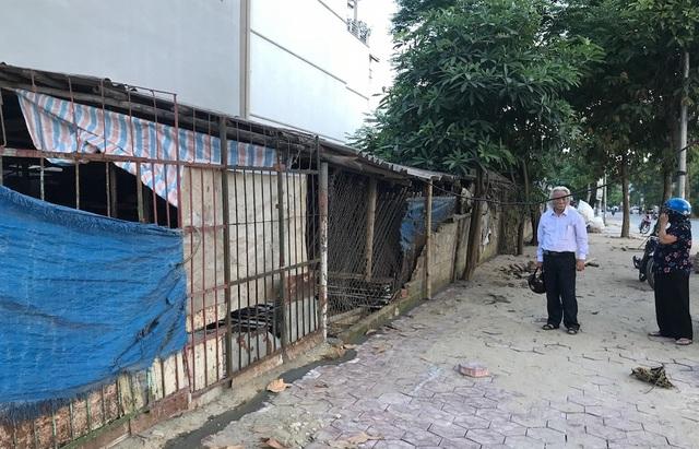 Dù mảnh đất bà Cúc chiếm đoạt và ngày 11/4/2012 - UBND TP Vinh đã có Thông báo về việc thu hồi, huỷ bỏ GCNQSDĐ của bà Cúc. Ngày 11/4/2012 - UBND TP Vinh đã có Thông báo về việc thu hồi, huỷ bỏ GCNQSDĐ của bà Cúc.