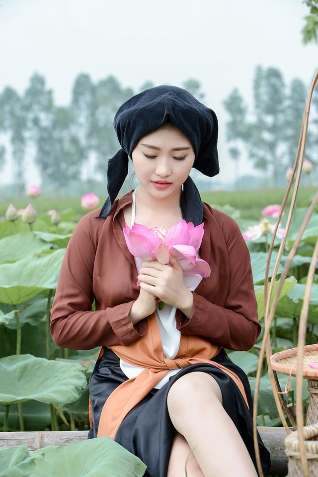 Đó là lí do Thu Hiền nhận lời thực hiện bộ ảnh này. Hiền nói: Em không phải mẫu ảnh, chỉ là vì em yêu các mùa hoa của Hà Nội và ôm ấp ước mong chụp đủ 12 mùa hoa, còn đến với ảnh vì lý do nữa là em muốn ghi lại những khoảnh khắc đẹp qua ảnh.
