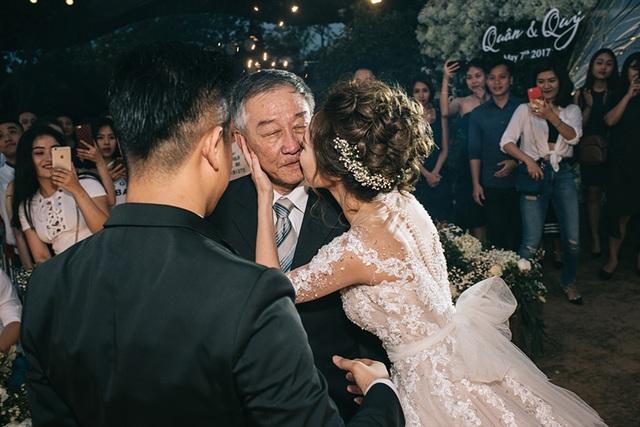 """Đám cưới """"trong mơ"""" với 300 khách cùng """"xăm"""" biểu tượng hạnh phúc - 14"""