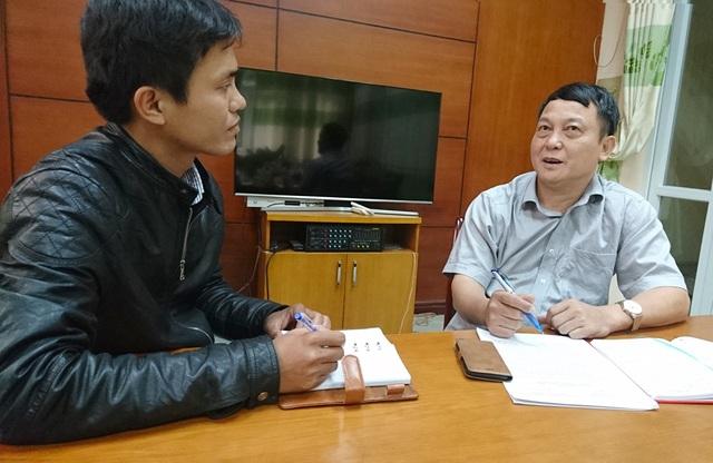 Ông Phạm Tiến Dũng (bìa phải), Trưởng phòng Thanh tra chuyên ngành – Thanh tra Bộ Nông nghiệp và Phát triển Nông thôn trao đổi với PV Dân trí.