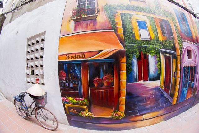Đoạn đường trong ngõ 68 (Yên Phụ - Hà Nội) trở nên nổi bật, đẹp thơ mộng nhờ bức tranh 3D phong cảnh góc phố Venice. Bức họa có chiều cao gần 5m, dài khoảng gần 50m2, kéo dài từ đầu tới cuối con ngõ.