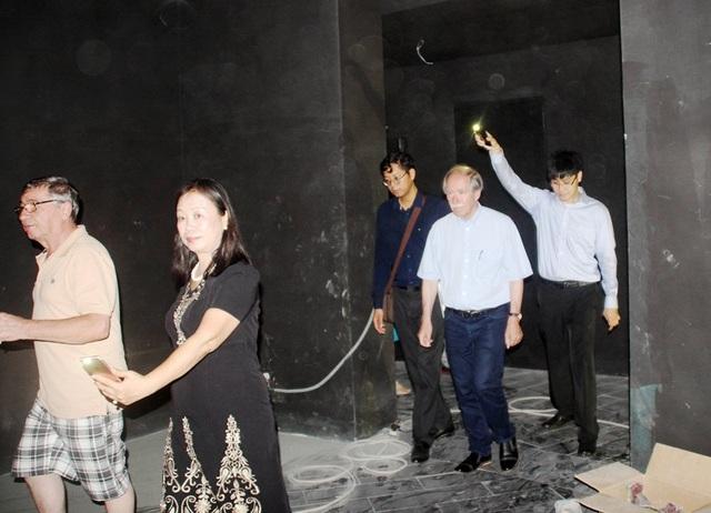 GS. Nobel Vật lý 1999 Gerardus 't Hooft thăm chuỗi đi thăm tổng thể các hạng mục mô hình nhà vũ trụ, đài quan sát thiên văn phổ thông và bảo tàng khoa học tại Khu đô thị khoa học Quy Hòa (TP Quy Nhơn, Bình Định)
