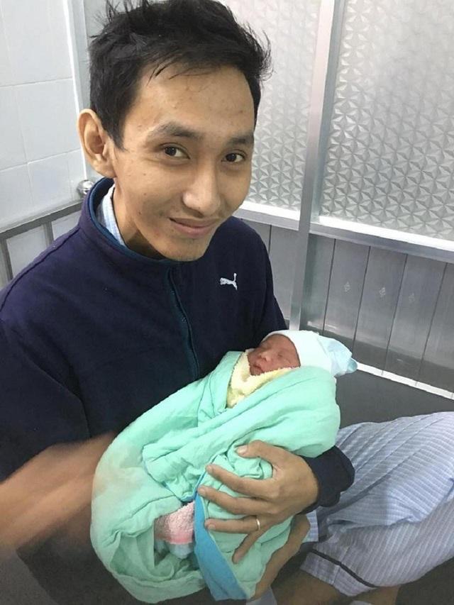 Anh Nhật Đoàn và đứa con của mình