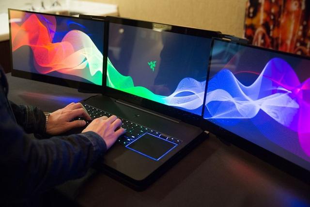 """Cận cảnh laptop """"3 màn hình"""" độc đáo tại CES 2017 - 1"""