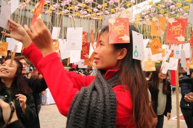 Nhà Văn Trang Hạ tại giàn điều ước của sự kiện