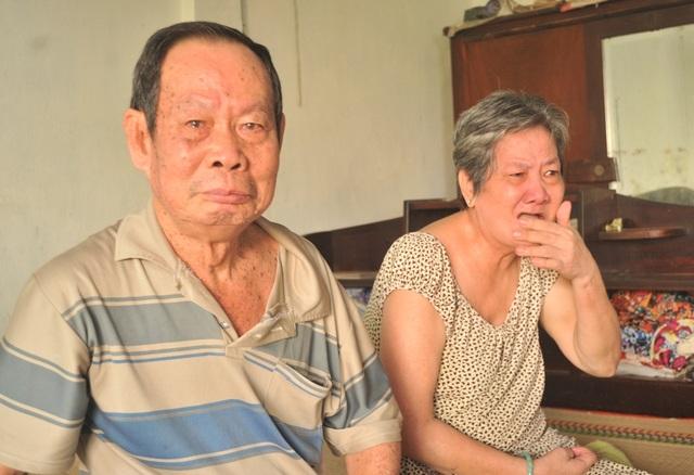 Nhắc đến cảnh khó của gia đình ông bà Tôn Bích Hỉ khóc như một đứa trẻ...